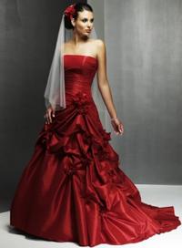 Темно красное свадебное платье из