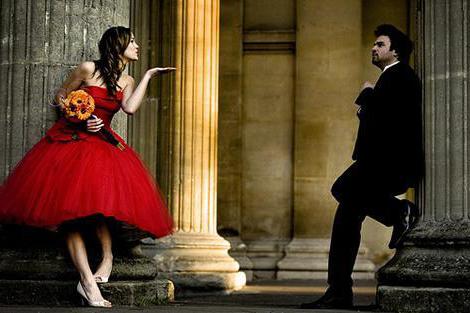 Короткое свадебное платье красного цвета фото