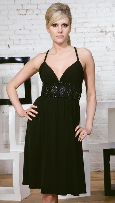 Фасон платья черного цвета с аппликацией фото