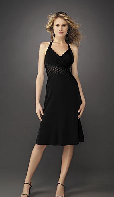 Модель маленького черного платья La Femme фото