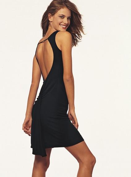 Кокетливое платье с открытой спиной фото