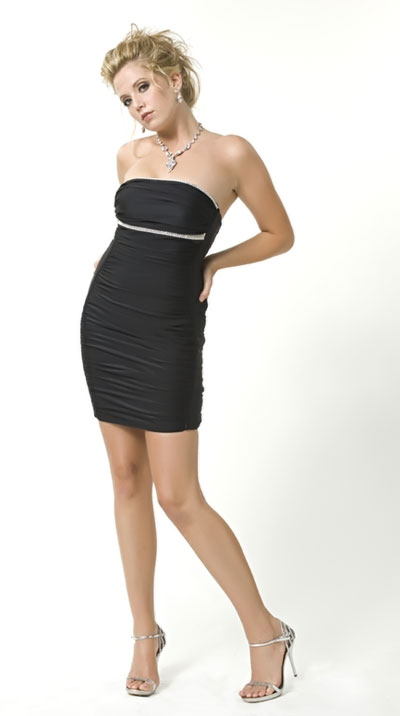 Фасон черного платья без бретелек фото