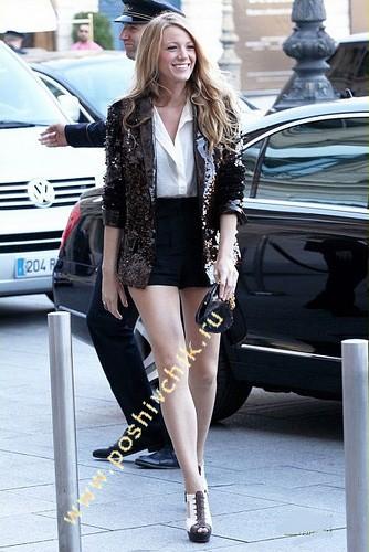 Блейк Кристина Лайвли в женских шортах с завышенной талией фото