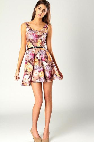 Платье с цветочным принтом для молодой девушки фото