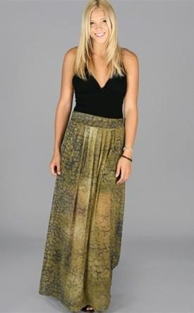 С чем носить длинную юбку сильнонасыщенный принт фото