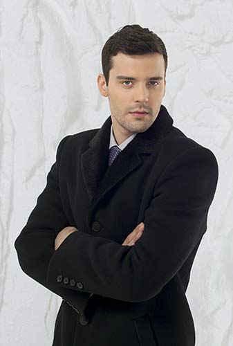 Фото черного пальто Avalon