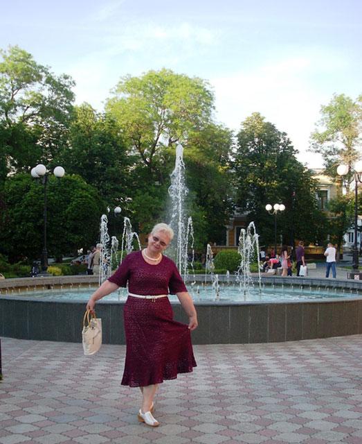 Платье с коротким рукавом и длиной миди