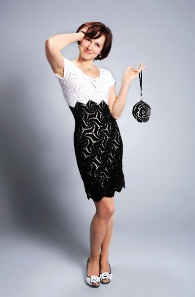 Черно-белое платье из шестиугольных мотивов