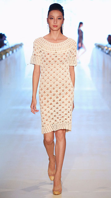 Платье-туника с коротким рукавом и кокеткой