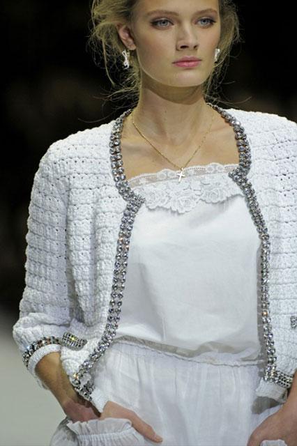Белый кардиган крючком со стразами в стиле Dolce&Gabbana
