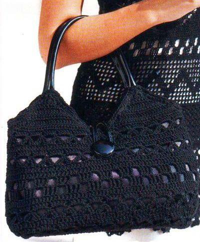 Фото вязаной черной сумки