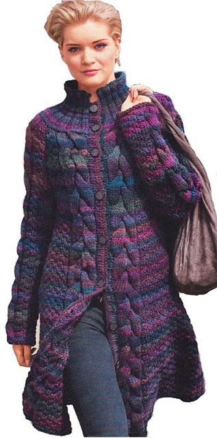 Пестрое пальто с воротником-стойкой
