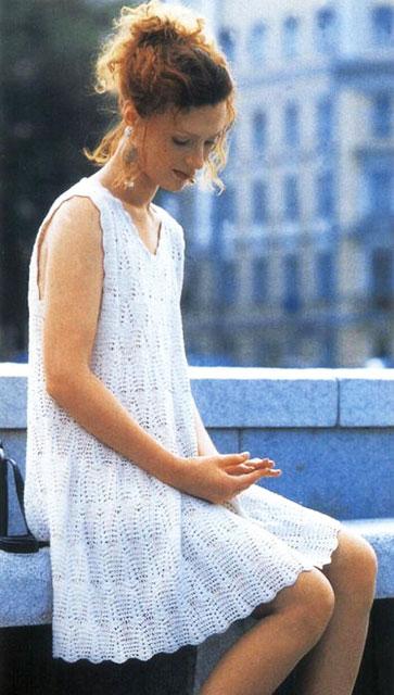 Белое платье узором циркуль