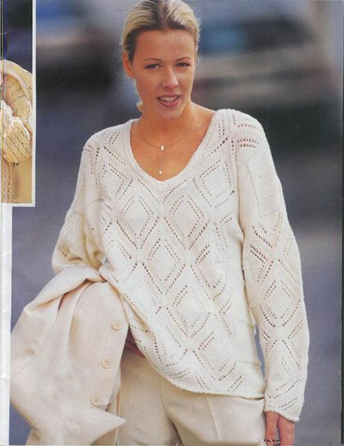 Белый пуловер с ажурными ромбами