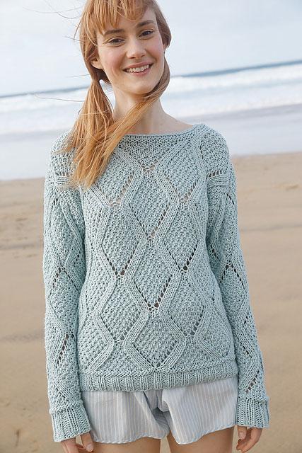Модный свитер нежно-бирюзового цвета