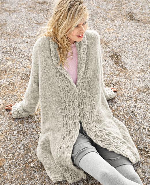Теплое пальто с рельефными планками