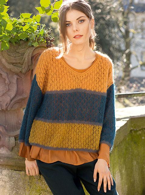 Ажурный пуловер с широкими цветными полосами