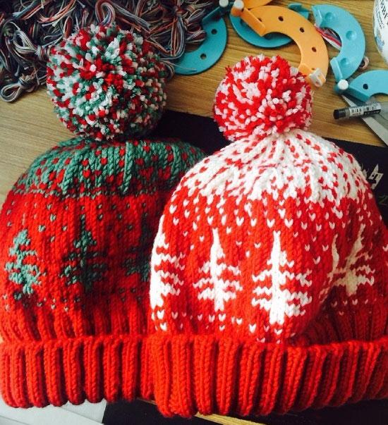 Зимняя шапка с помпоном и рисунком елочки