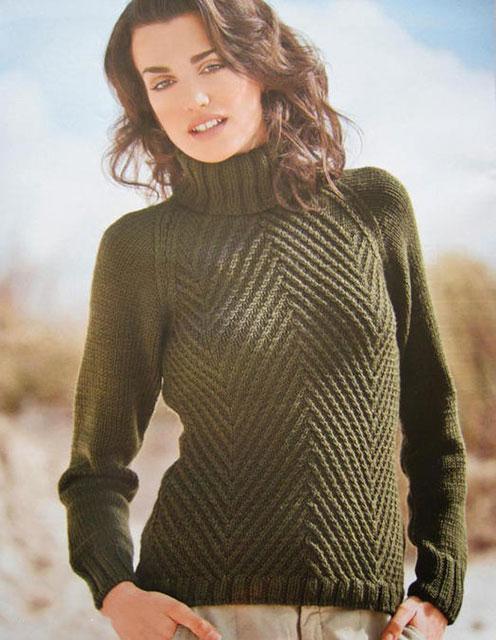 Модный теплый пуловер с узором «Елочка» зеленого цвета