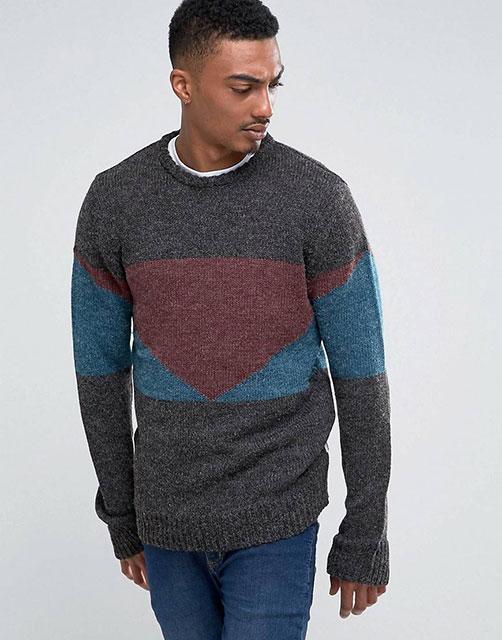 Мужской свитер в стиле колор-блок спицами – схема на выкройке с описанием вязания