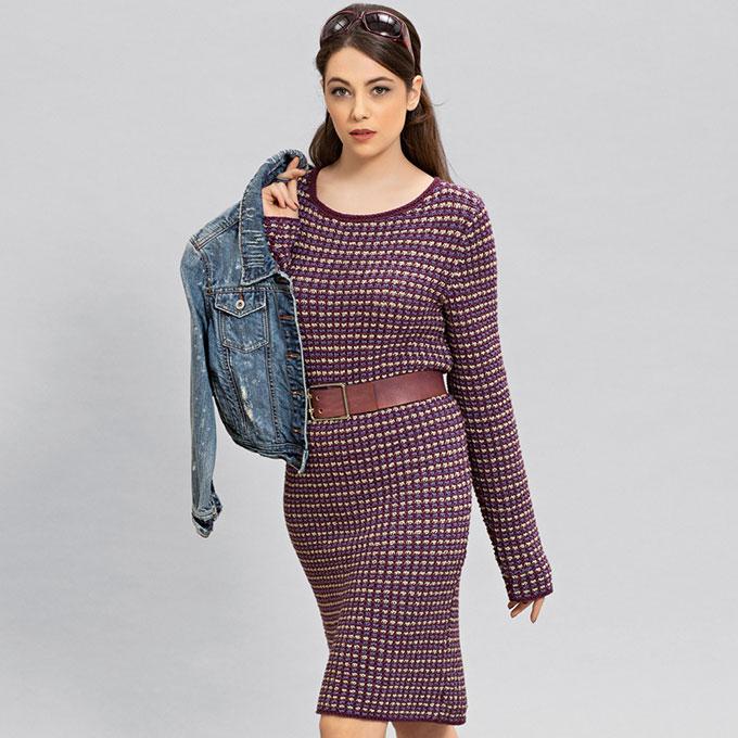 Платье с узором из снятых петель ягодно-сиреневого цвета с экрю