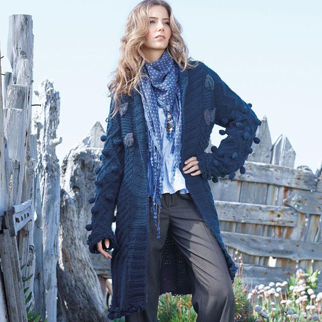 Пальто с большими шишечками