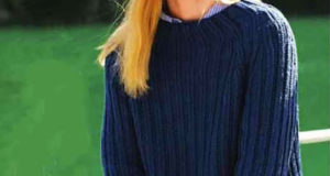Темно-синего цвета шапка с пуловером