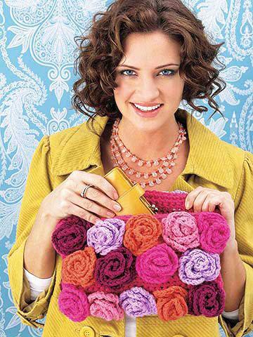 Клатч с разноцветными розами