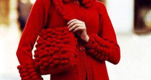 Красное пальто жаккардовым узором