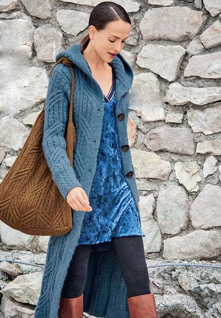 Длинное пальто с капюшоном и сумкой