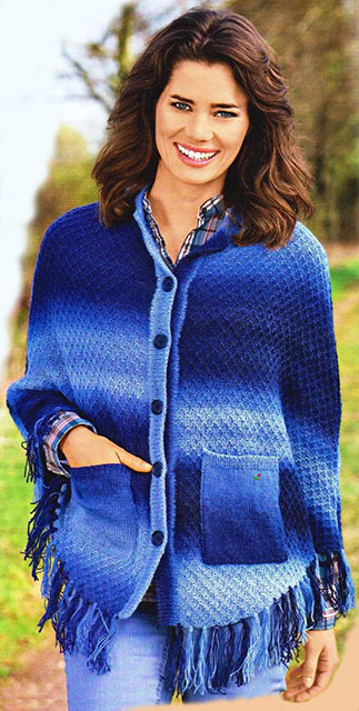 Синее пончо с накладными карманами на пуговицах из пряжи секционного крашения