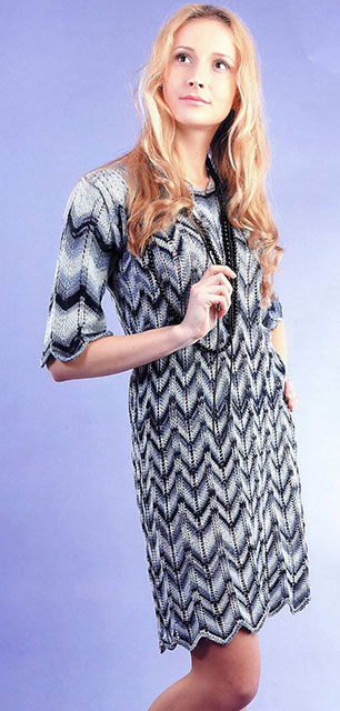 Платье с зигзагообразным узором из секционно-окрашенной пряжи