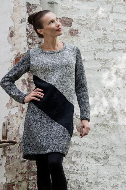 Платье с диагональной полосой черного цвета