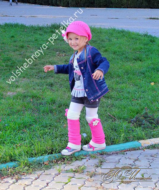 Яркие детские гетры вязаные крючком для маленькой модницы