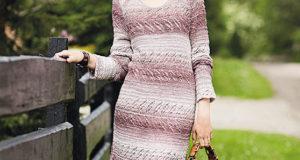 Платье с ажурными полосами связанное спицами