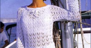 Ажурный пуловер с каймой белого цвета