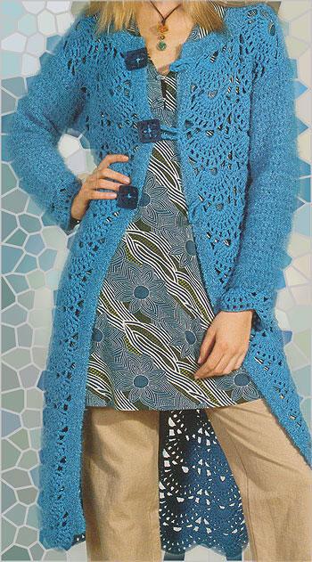 Бирюзовое пальто ажурным филейным и веерным узором