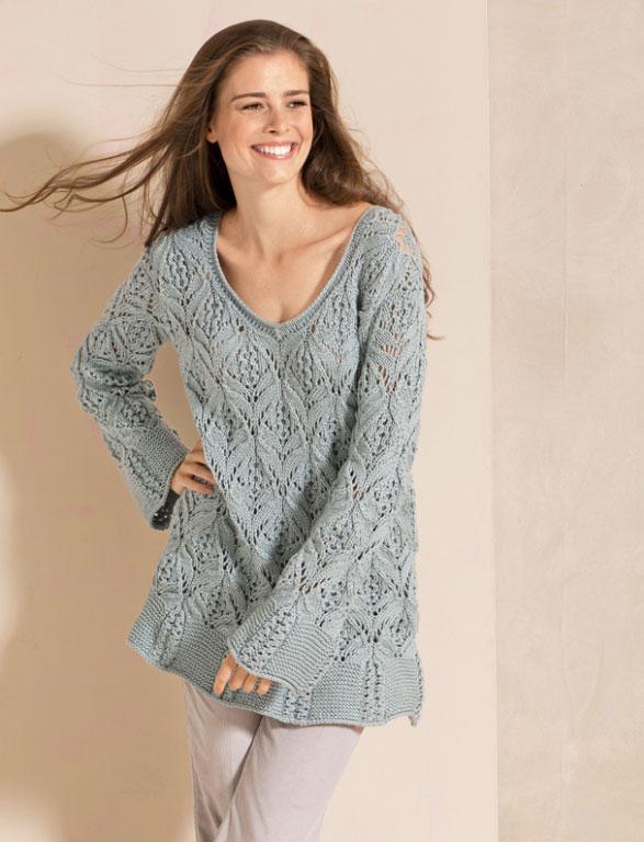 Серо-голубой пуловер ажурным узором с расклешенными планками
