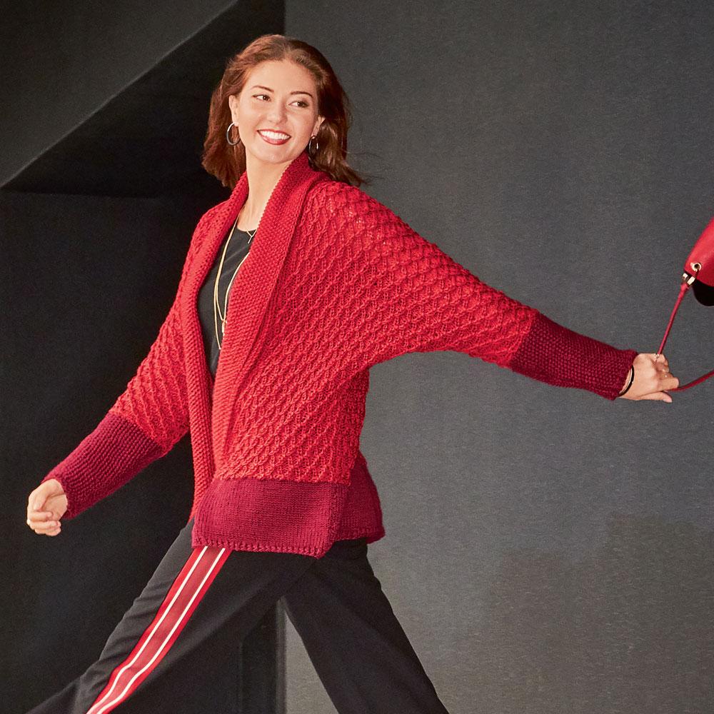 Красный жакет-кимоно с цельновязаными рукавами и шалевым воротником