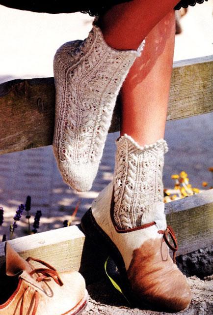 Вязаные носки с фестончатым краем