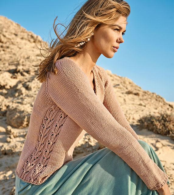 Пуловер с ажурными боковыми вставками