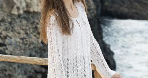 Свободный пуловер с боковыми вставками по краям