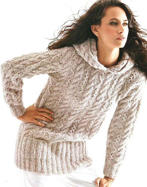 Бежевый узорчатый пуловер с капюшоном