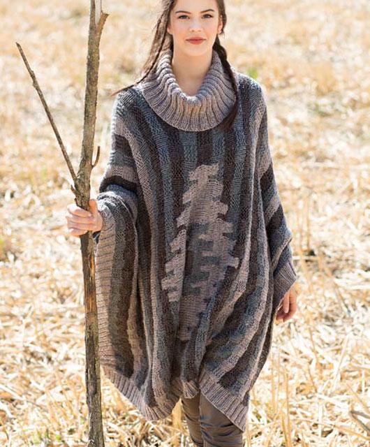 Пончо в этно-стиле с объемным воротником и мотивом икат