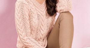 Классический пуловер с косами и ажурными полосами
