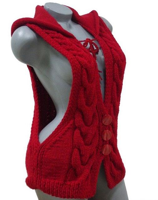 Красный жилет с капюшоном и узором с широкой косой