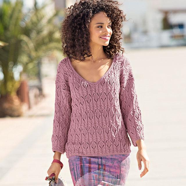 Элегантный пуловер цвета мальвы с выразительным узором