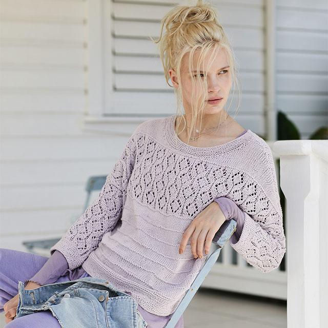 Женский пуловер с ажурной кокеткой цвета мальвы