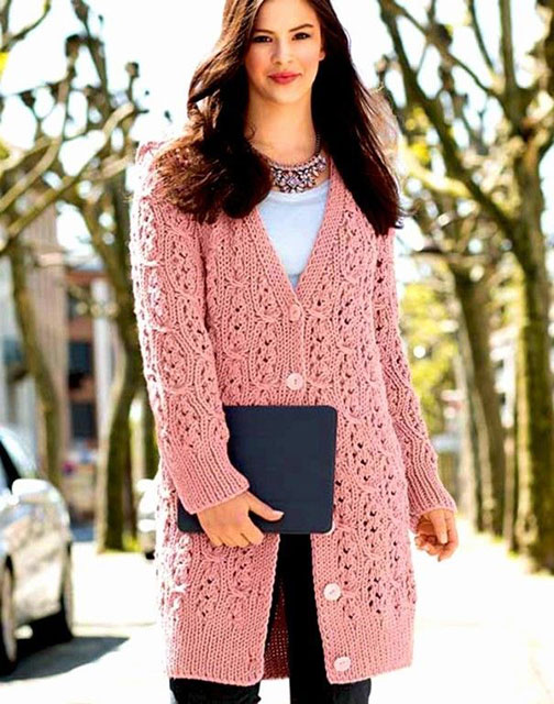 Розовое пальто на пуговицах