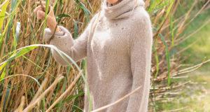 Женственная расклешенная туника из серо-коричневого мохера
